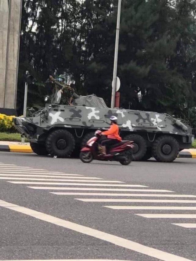 L'armée de Hanoï entre à Saïgon 2